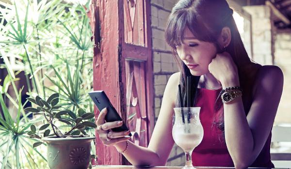 Uso excesivo de redes sociales está vinculado a problemas mentales en jóvenes.