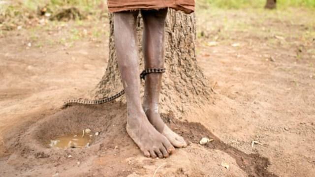 Enfermos mentales son encadenados en Ghana.