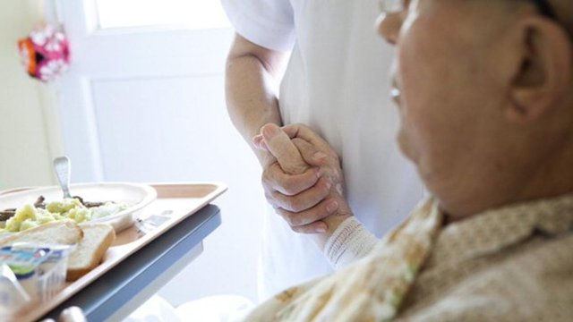 """En Holanda podría aprobarse una pastilla letal para mayores de 70 años """"cansados de vivir"""" (Imagen: La Vanguardia)"""
