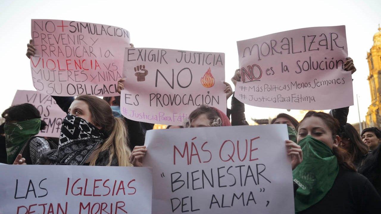 Feministas protestaron en Palacio Nacional por feminicidio de Fátima (Foto: Plumas Atómicas/ Mónica Vázquez)