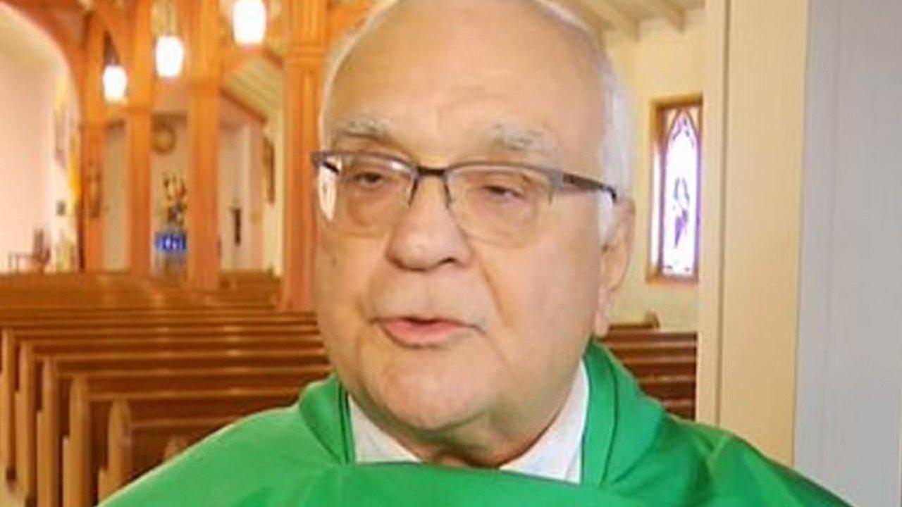 """""""Pedofilia no mata a nadie, el aborto sí"""", sacerdote católico (Imagen: Richard Bucci, un cura de Rhode Island, afirmó que el aborto es más nocivo que la pedofilia Crédito: NBC 10)"""
