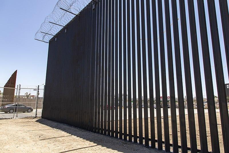 Donald Trump quiere pintar de negro el muro fronterizo