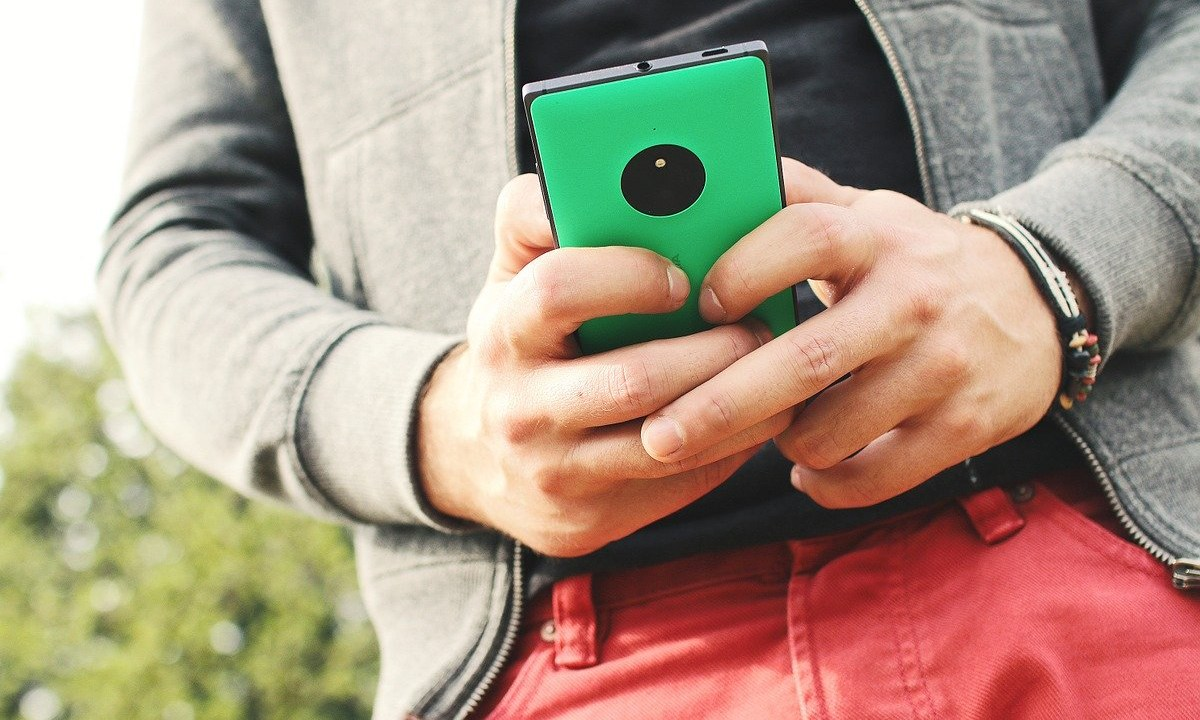 El uso del celular en la calle en Yamato Japón quedará prohibido