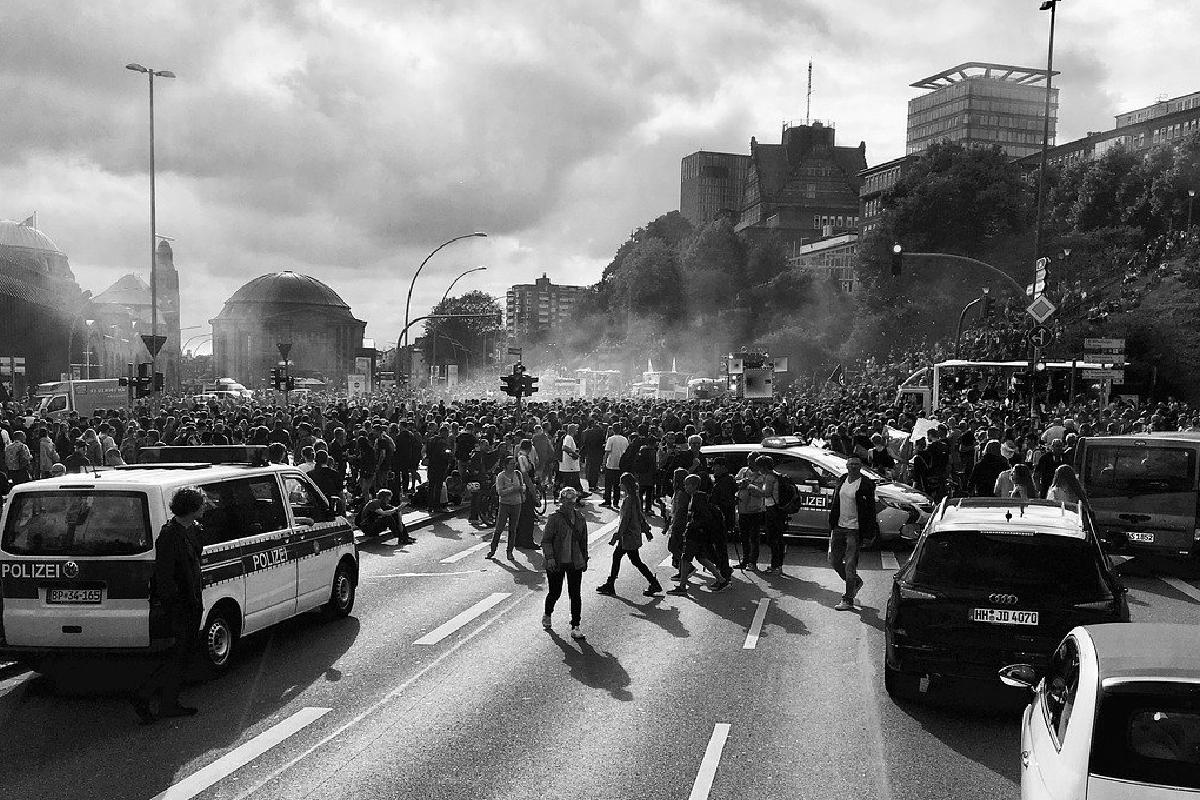 En Serbia se suscitaron enfrentamientos tras anunciar cuarentena, La ciudadanía estalló tras el anuncio de un nuevo confinamiento a causa del Covid-19