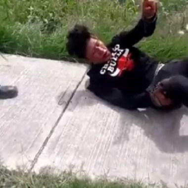 Pobladores de Zumpango detienen y dan golpiza a presunto delincuente, Captura de Pantalla
