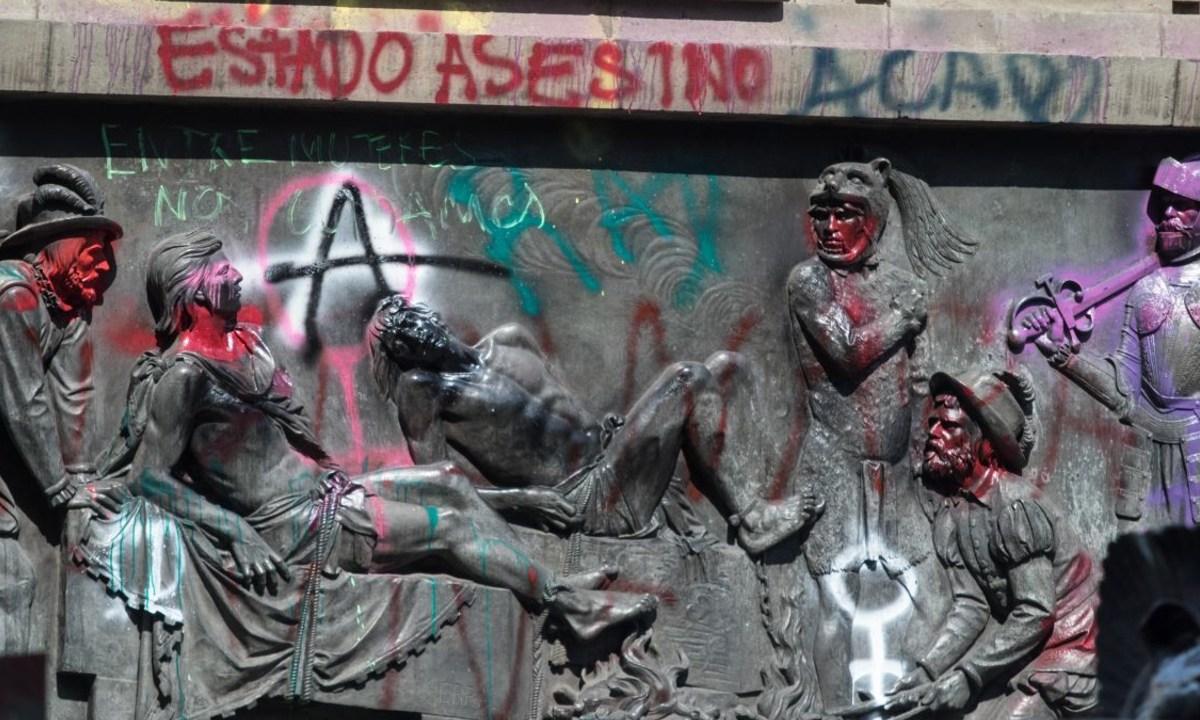 Proponen sancionar con trabajo comunitario pinten monumentos CDMX
