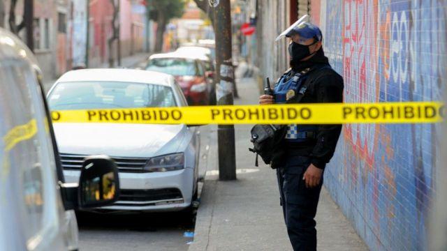 Policía y ex reo se enfrentan en Álvaro Obregón