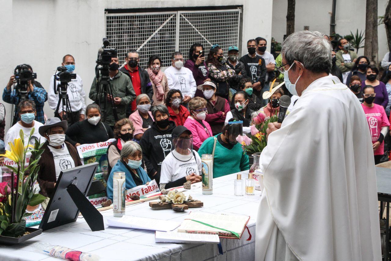 Misa por las víctimas del sismo de 2017 en el Multifamiliar de Tlalpan