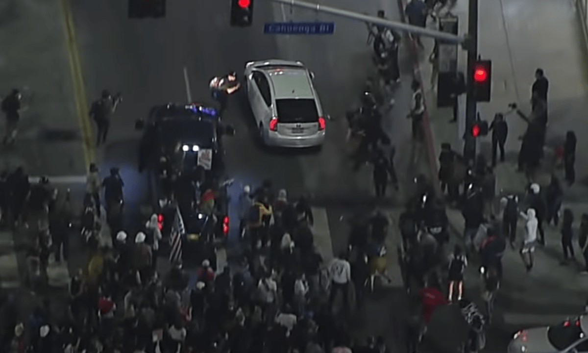 Arrollan a manifestantes de Black Lives Matter durante protesta en Hollywood