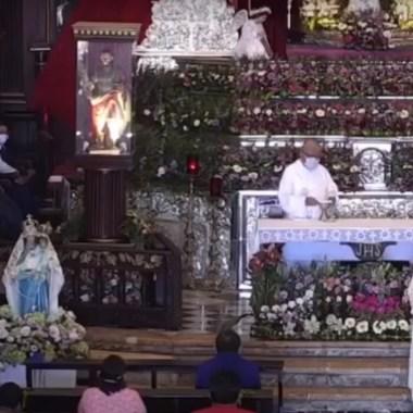 Un video capturó el momento en el que un hombre agrede a dos mujeres en la Iglesia del Cristo Negro ubicada en Campeche, Captura de Pantalla