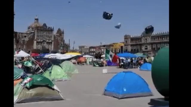Vuelan casas de campaña de Frenaaa en el Zócalo