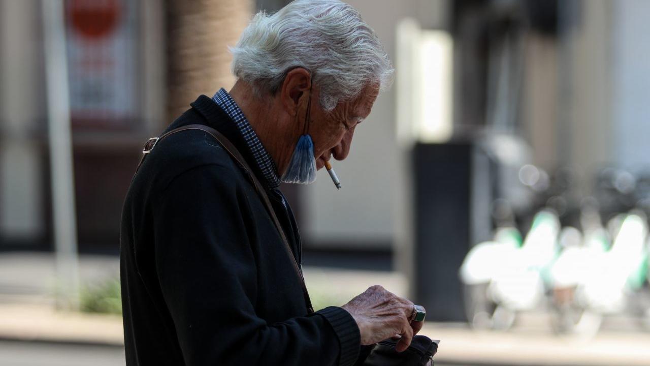Diputada MORENA propone prohibir fumar calles peatonales CDMX