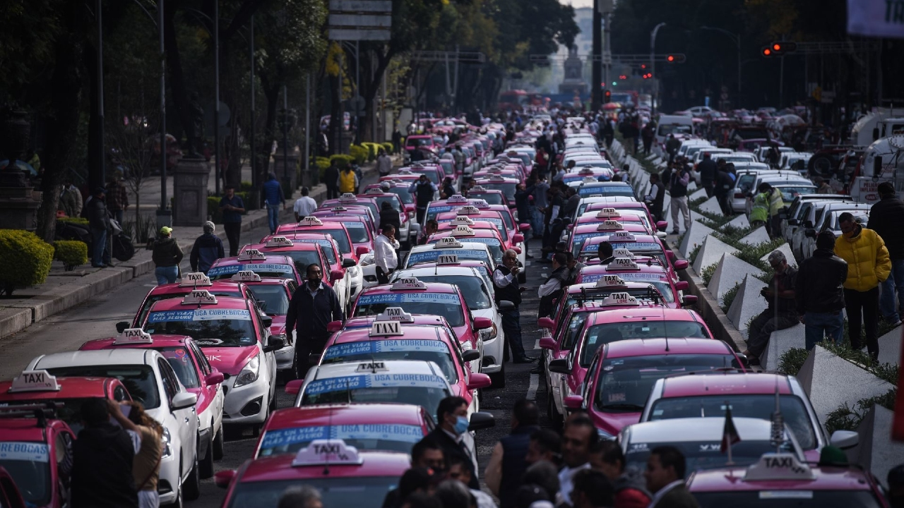 taxistas manifestación apps transporte privado Ángel de la Independencia CDMX