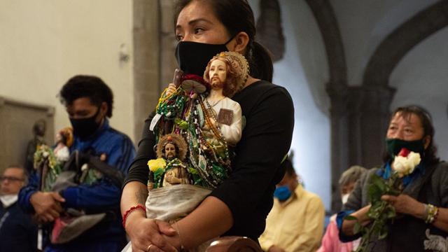 Los fieles empezaron a llegar a la iglesia de San Hipólito en la CDMX para festejar a San Judas, a pesar de las restricciones