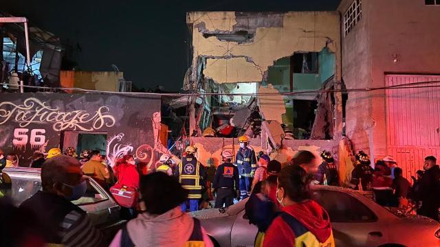 Confirman 2 muertos y 25 heridos tras explosión de gas en colonia Morelos