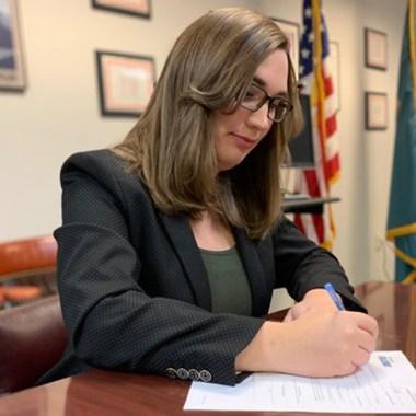 La demócrata Sarah McBride ganó el asiento de Delaware, convirtiéndose en la primera transgénero en llegar al Senado de Estados Unidos