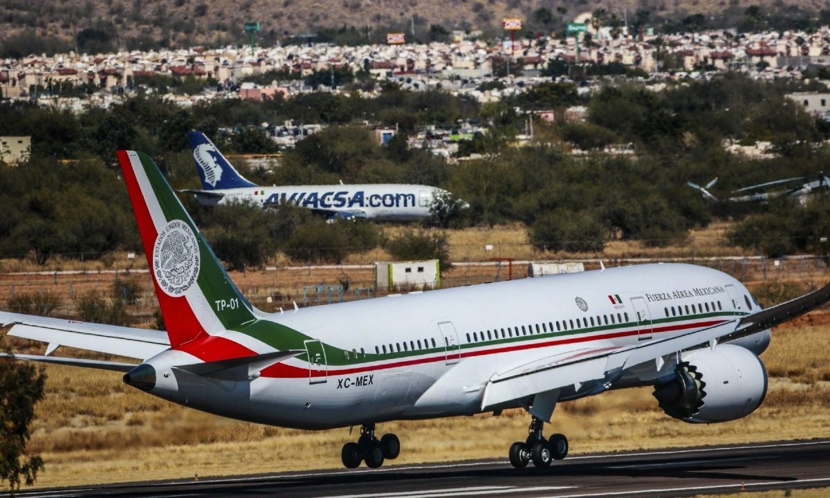 """Andrés Manuel López Obrador reconoció que su administración no ha podido vender el avión presidencial debido a que es demasiado lujoso y """"extravagante"""""""