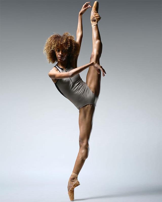 La ballerina francesa Chloé Lopes Gomes acusó a una compañía de ballet de Alemania de obligarla a blanquearse en el Lago de los Cisnes
