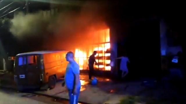 captura video violador prenden fuego casa Argentina