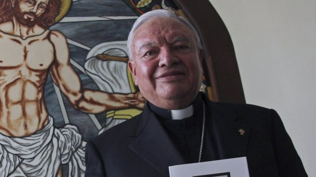 El cardenal emérito de Guadalajara recomienda el té de guayaba para curar Covid-19