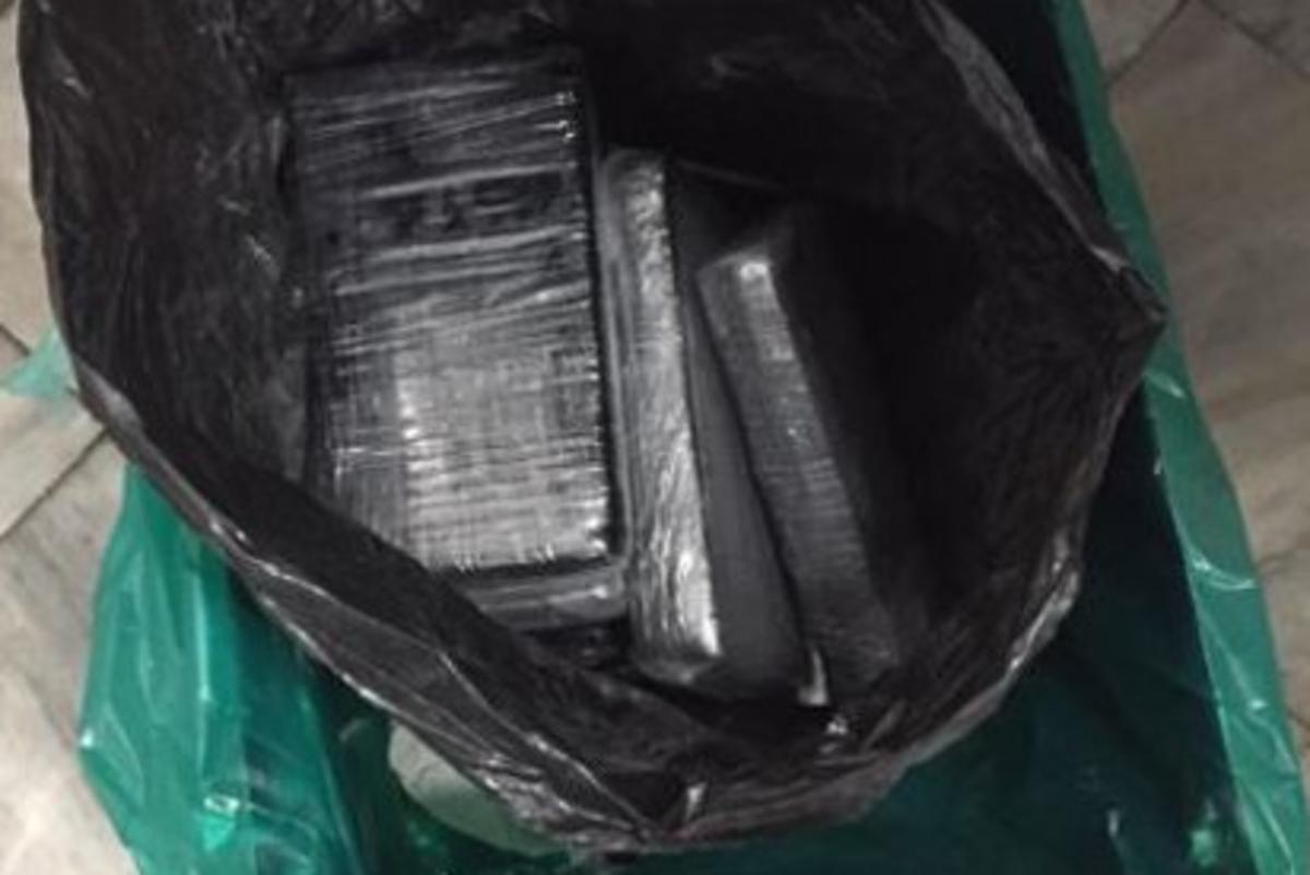 Guardia Nacional decomisa 10 paquetes de cocaína en el AICM