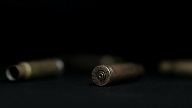 Pistolero se disfraza de enfermero y mata a un hombre en el IMSS