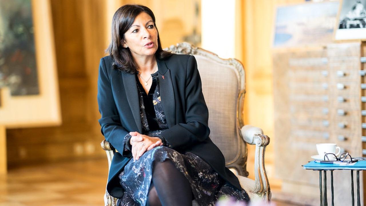 multa alcaldía París designar demasiadas mujeres altos cargos públicos