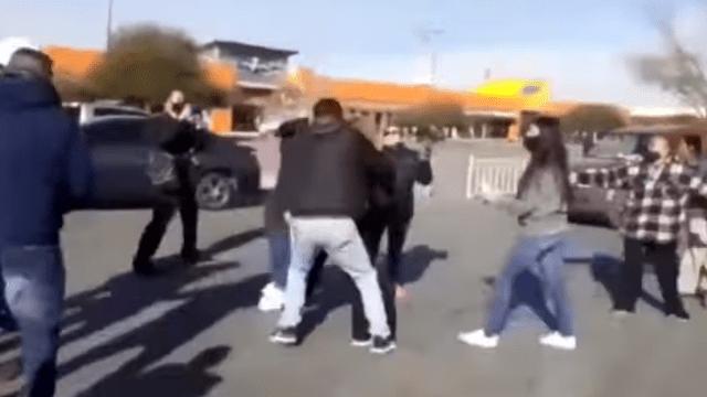 [VIDEO] Revendedores se pelean en Juárez por pasteles de supermercado