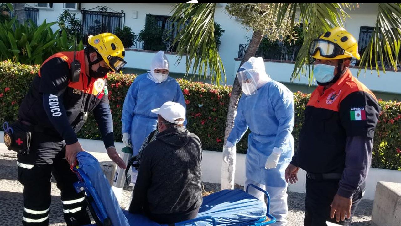 A pesar de tener COVID-19, dos turistas fueron a vacacionar a playas de Puerto Vallarta y Acapulco, uno de ellos fue hospitalizado
