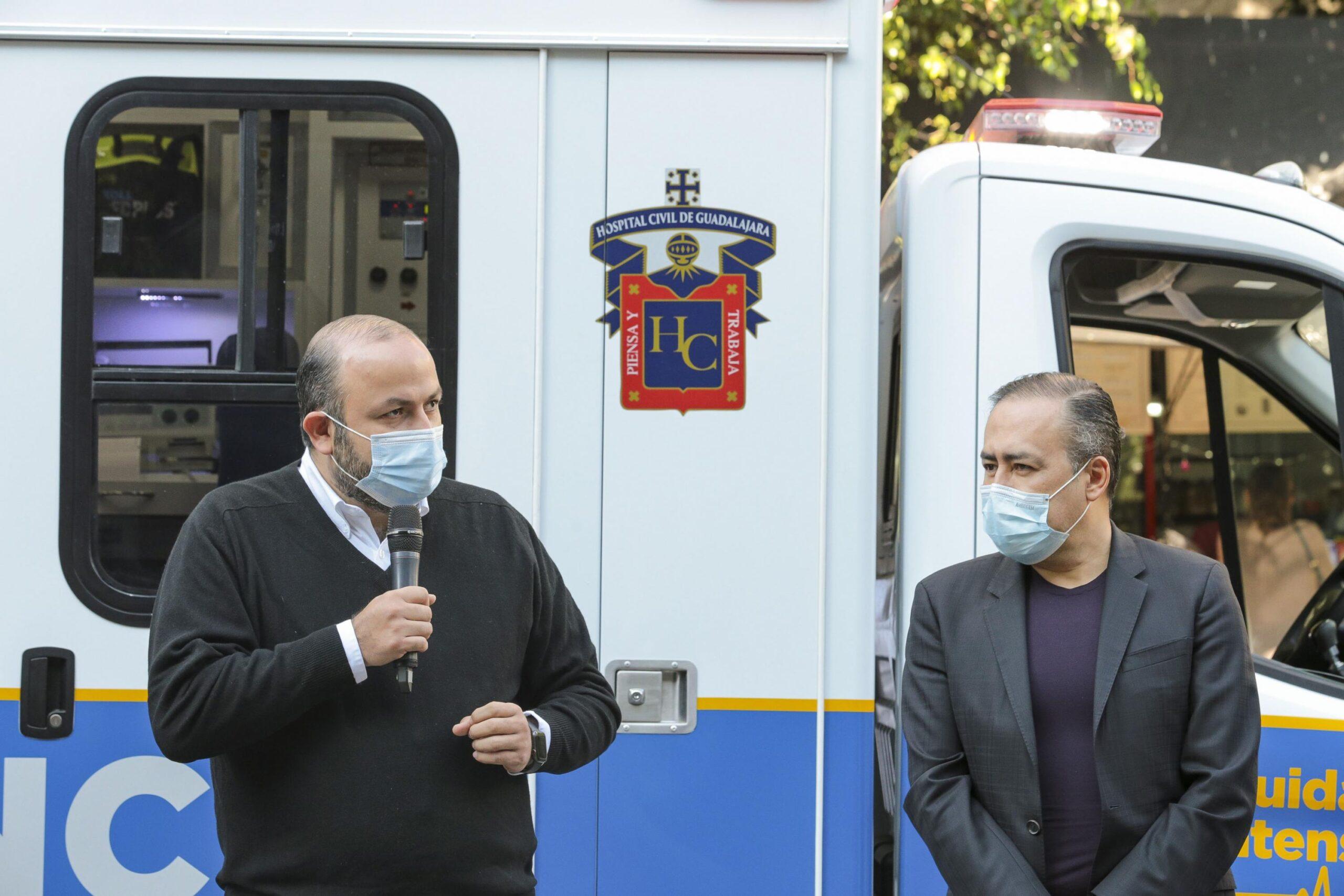 El rector de la UdeG entrega una ambulancia al Hospital Civil de Guadalajara