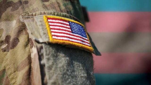 Biden prohibición Trump personas transgénero ejército
