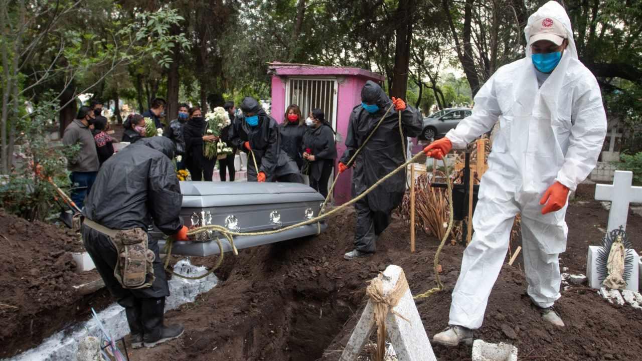 16 integrantes de una familia en México murieron a causa del COVID-19; se contagiaron en un funeral.