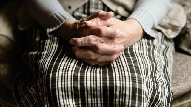 Decena ancianos positivo COVID-19 primera dosis vacuna Pfizer España