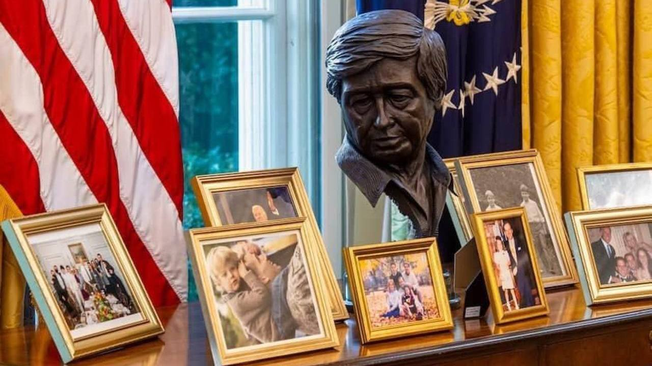 Joe Biden coloca busto César Chávez Despacho Oval