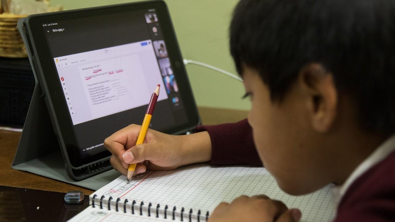 Nuevo esquema educativo virtual deserción 4 millones estudiantes