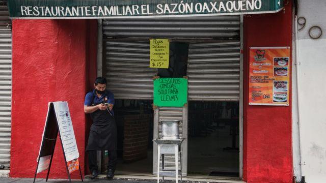 Restaurantes abren para no quebrar
