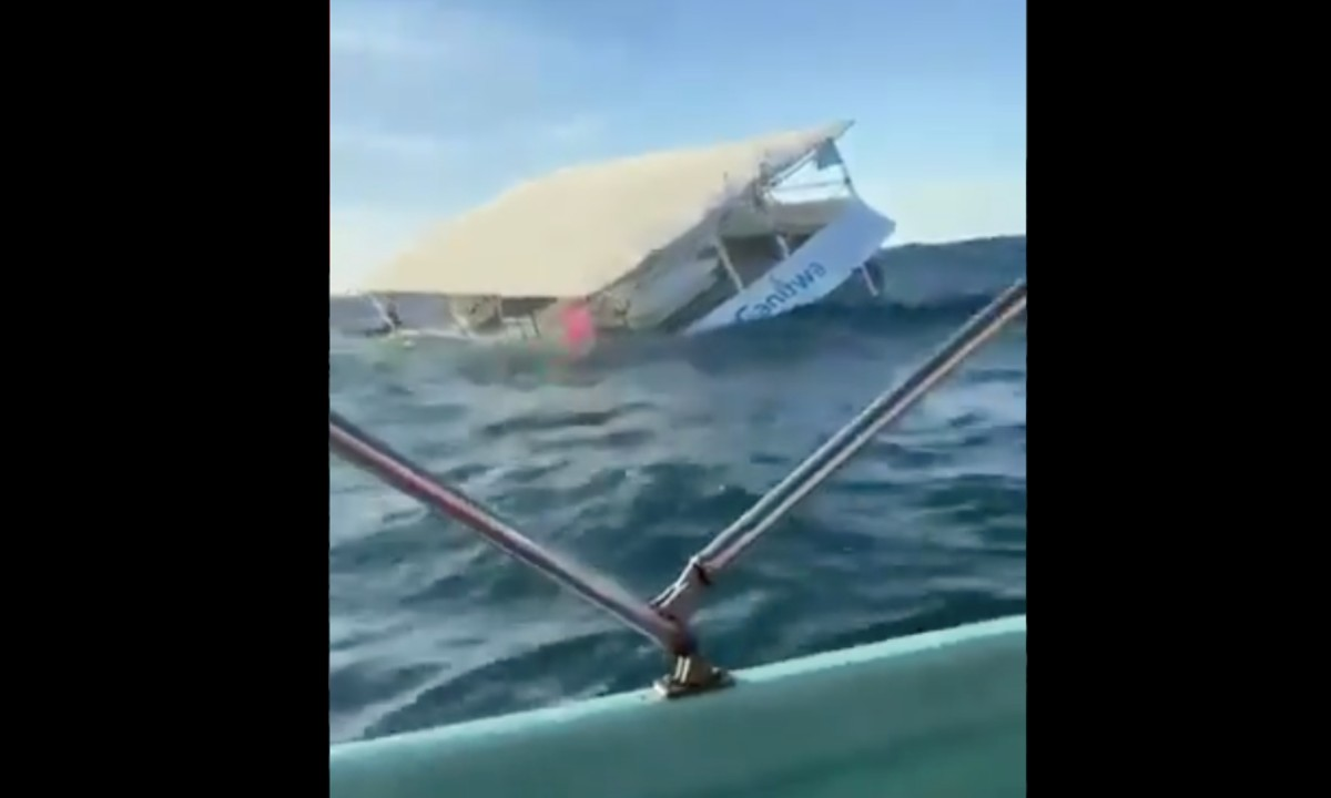 Se hunde barco que transportaba turistas en Puerto Vallarta [Video]