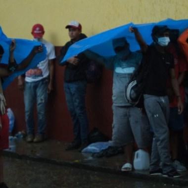 Guatemala: autoridades reportan 21 casos de Covid en caravana migrante