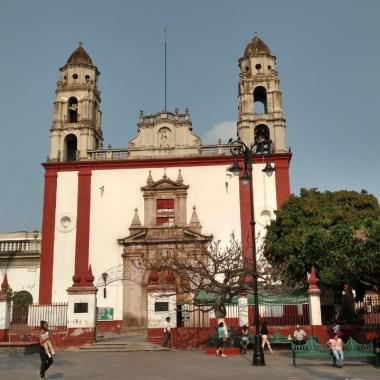 Morelos: Vecinos dan golpiza a presunto ladrón de casas