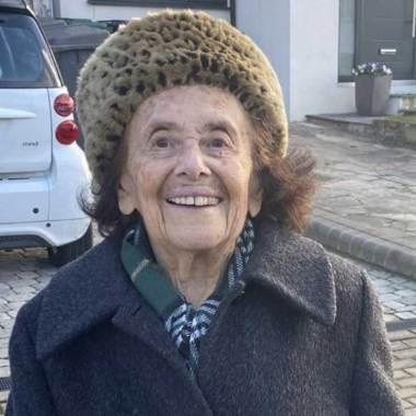 Lily Ebert es una abuelita de 97 que sobrevivió el Holocausto en el campo de concentración de Auschwitz y que superó el COVID-19