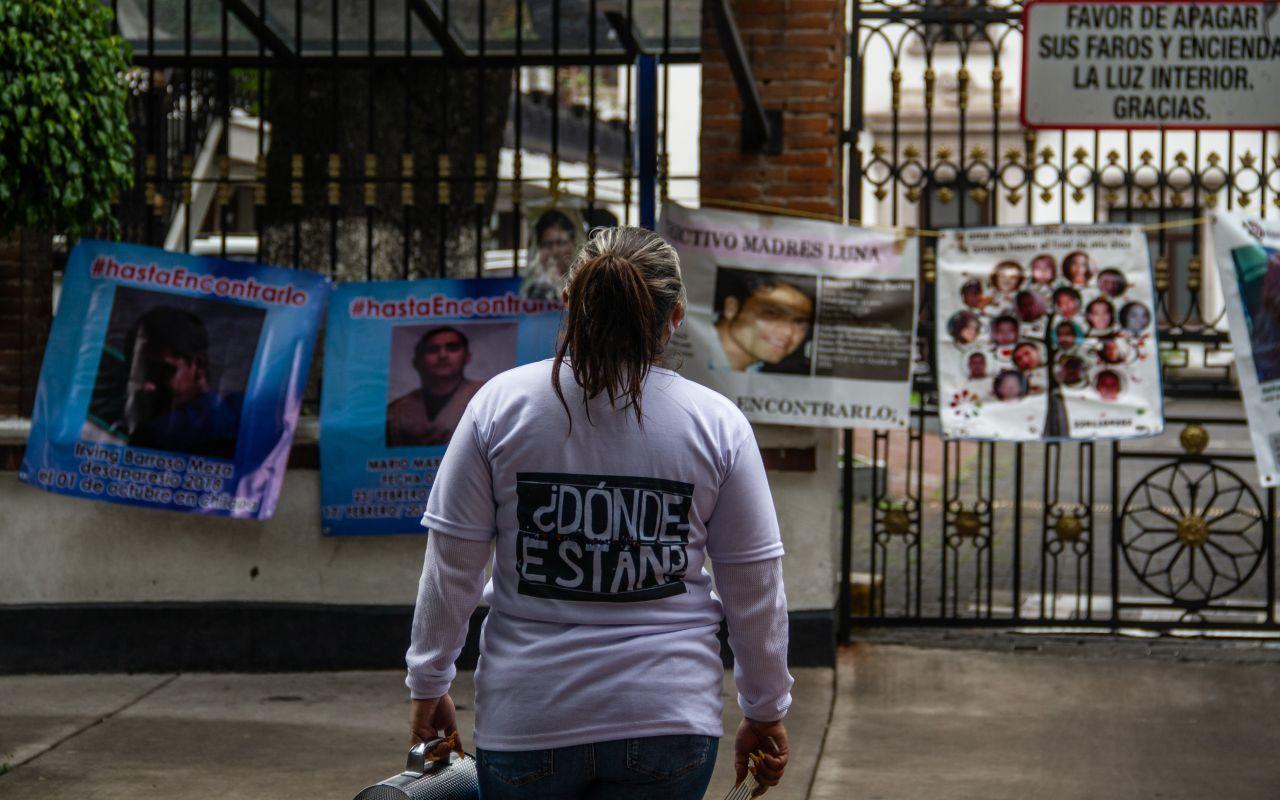 Plantón de madres de personas desaparecidas frente a la SEGOB
