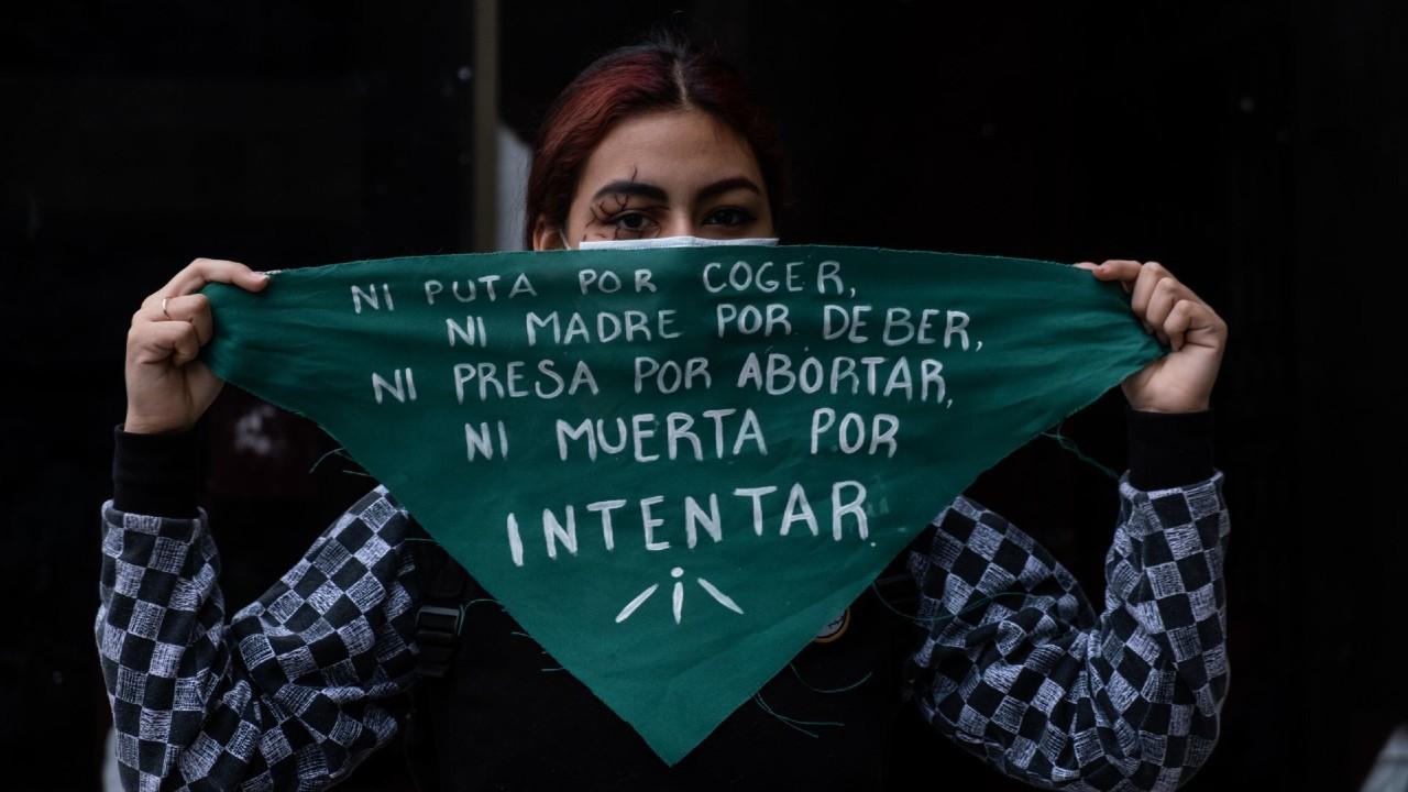 Organizaciones feministas rechazan consulta popular AMLO legalización del aborto