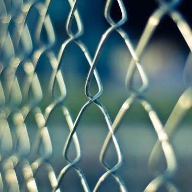 Empleada prisión despedida por utilizar tampón