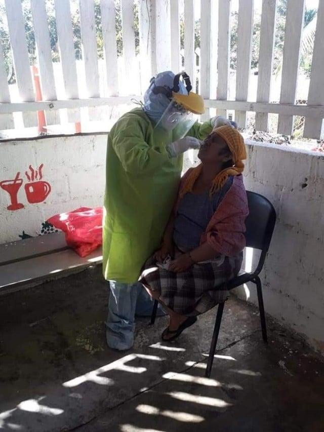 Personal médico atiende casos COVID-19 San Juan del Río Choápam
