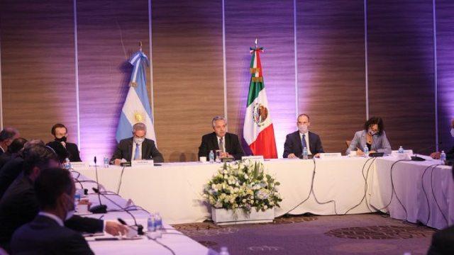 México y Argentina hacen alianza para resolver escasez de vacunas