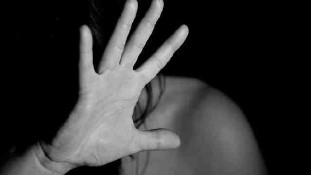 Violencia doméstica aumenta ante la falta de ingresos económicos a causa de Covid-19