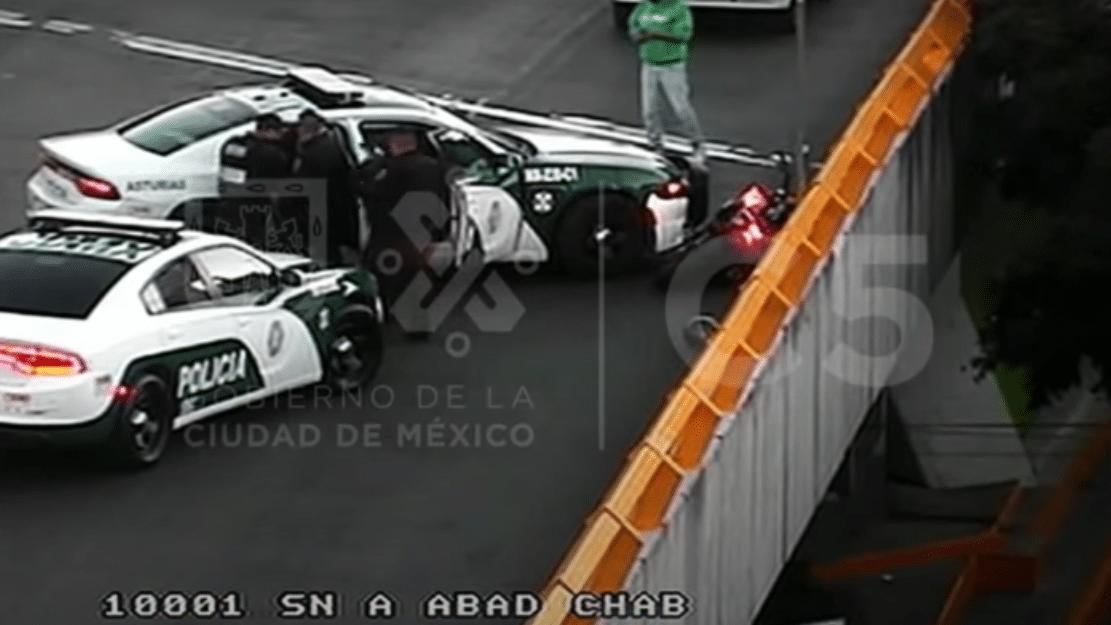 Video: Asalta a pareja, trata de escapar y se estrella con patrulla