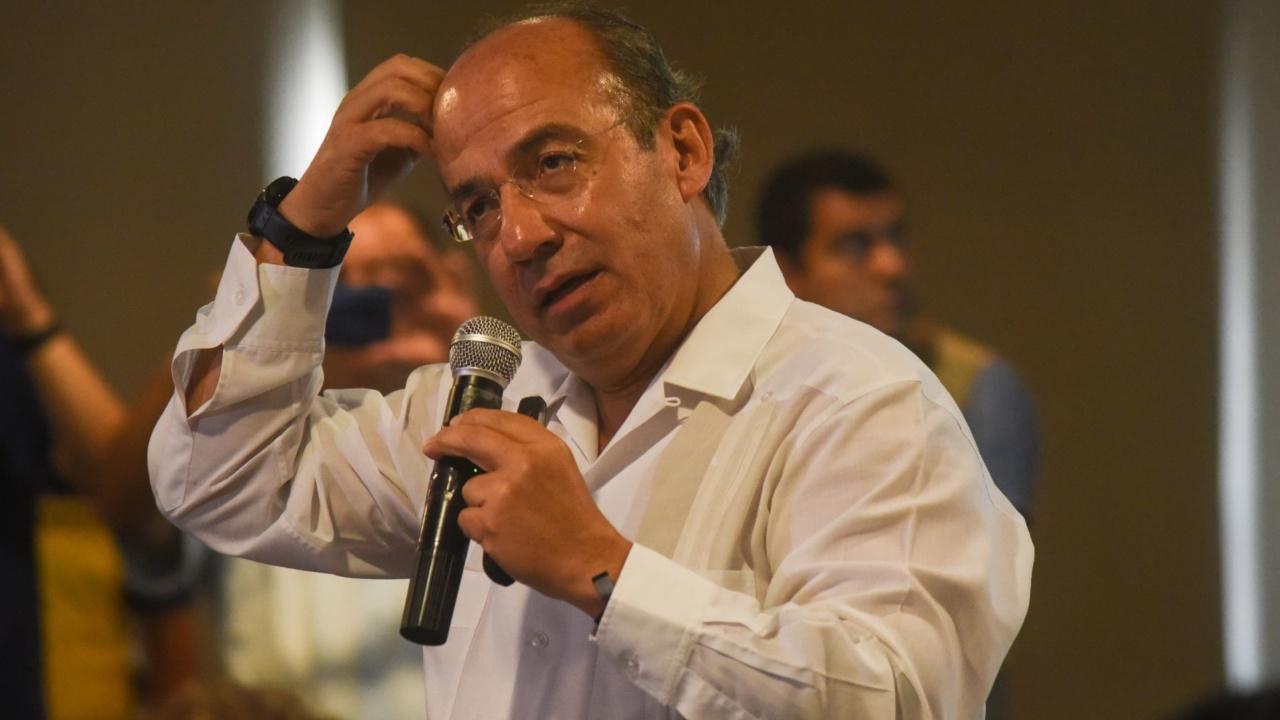Joven grita espurio a Calderón