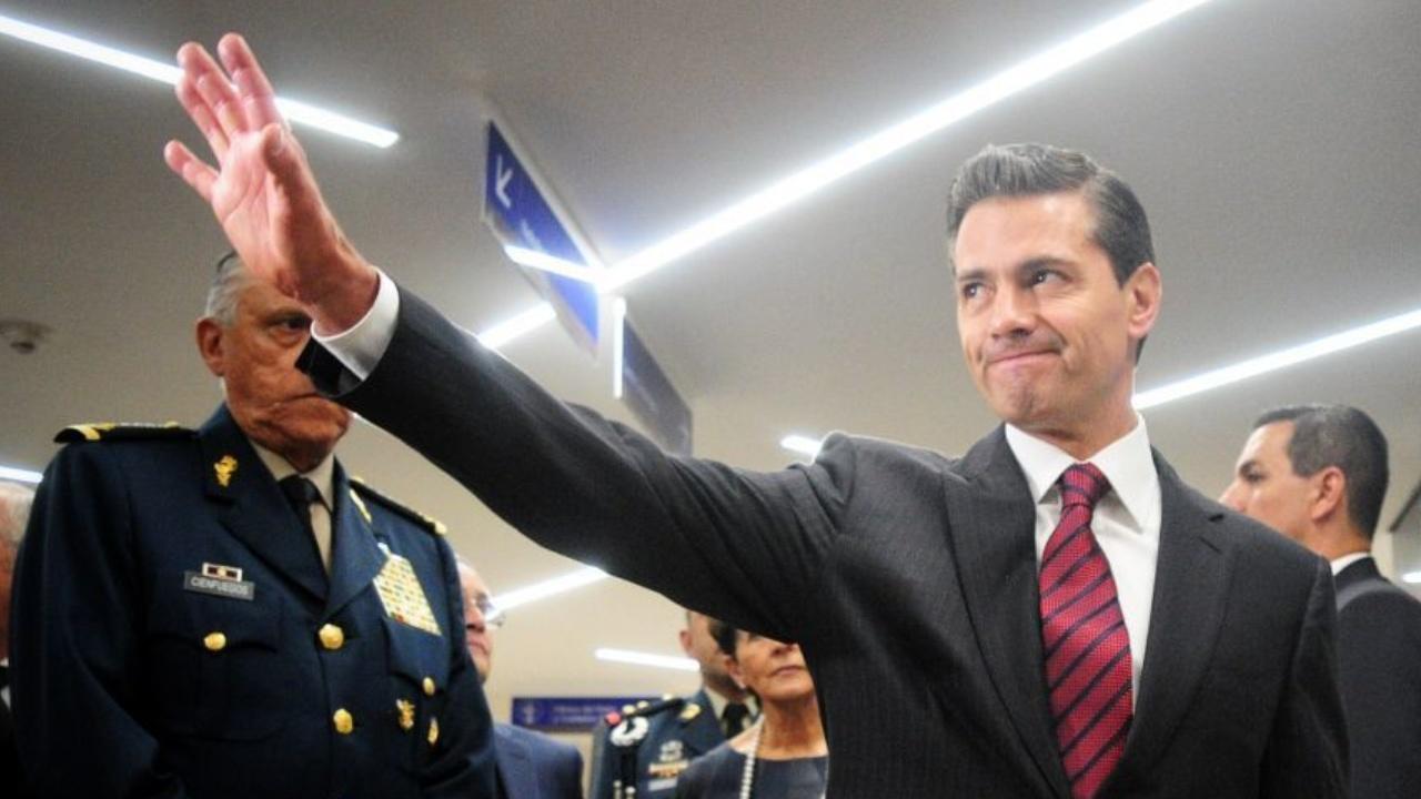 Reportero insulta a Peña Nieto