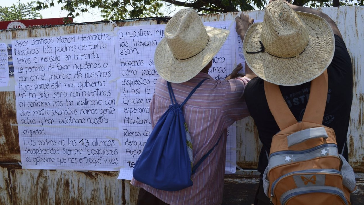 En Iguala, Guerrero presuntos miembros del Cártel de Guerreros Unidos secuestraron y gopearon a una mujer por investigar obras públicas.